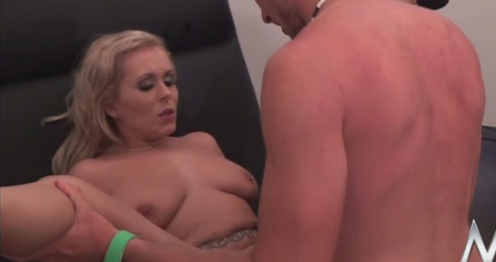 Playing-with-pussy-and-fuck-sexy-blonde,-xxx-video